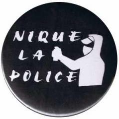 """Zum 37mm Magnet-Button """"Nique La Police"""" für 2,50 € gehen."""