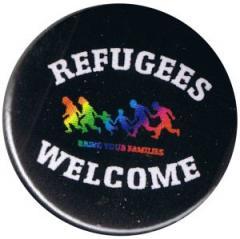 """Zum 37mm Magnet-Button """"Refugees welcome (bunte Familie)"""" für 2,50 € gehen."""
