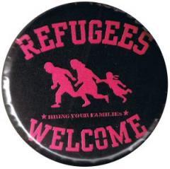 """Zum 37mm Magnet-Button """"Refugees welcome (pink)"""" für 2,44 € gehen."""