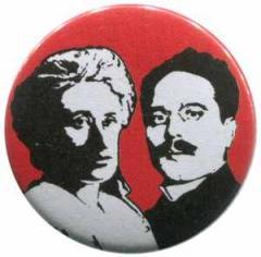 """Zum 37mm Magnet-Button """"Rosa Luxemburg / Karl Liebknecht"""" für 2,50 € gehen."""