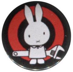 """Zum 37mm Magnet-Button """"Sabotagehase"""" für 2,50 € gehen."""