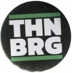 """Zum 37mm Magnet-Button """"THNBRG"""" für 2,50 € gehen."""