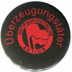 """Zum 37mm Magnet-Button """"Überzeugungstäter Fahnen"""" für 2,50 € gehen."""