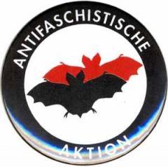 """Zum 50mm Magnet-Button """"Antifaschistische Aktion (Fledermaus)"""" für 3,00 € gehen."""