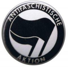 """Zum 50mm Magnet-Button """"Antifaschistische Aktion (schwarz/schwarz)"""" für 2,92 € gehen."""