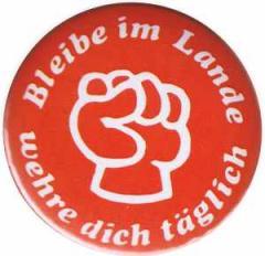"""Zum 50mm Magnet-Button """"Bleibe im Lande - wehre dich täglich"""" für 3,00 € gehen."""