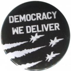 """Zum 50mm Magnet-Button """"Democracy we deliver"""" für 3,00 € gehen."""