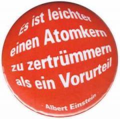 """Zum 50mm Magnet-Button """"Es ist leichter einen Atomkern zu zertrümmern als ein Vorurteil (Albert Einstein)"""" für 2,92 € gehen."""
