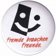 """Zum 50mm Magnet-Button """"Fremde brauchen Freunde"""" für 3,00 € gehen."""
