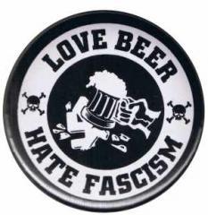 """Zum 50mm Magnet-Button """"Love Beer Hate Fascism"""" für 2,92 € gehen."""