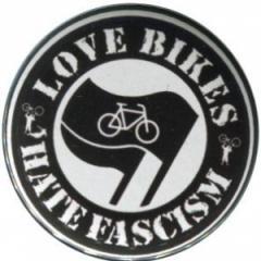 """Zum 50mm Magnet-Button """"Love Bikes Hate Fascism"""" für 2,92 € gehen."""