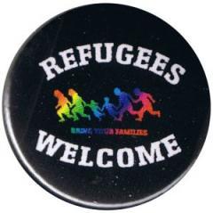 """Zum 50mm Magnet-Button """"Refugees welcome (bunte Familie)"""" für 3,00 € gehen."""
