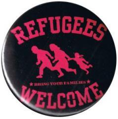 """Zum 50mm Magnet-Button """"Refugees welcome (pink)"""" für 3,00 € gehen."""