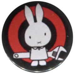 """Zum 50mm Magnet-Button """"Sabotagehase"""" für 3,00 € gehen."""