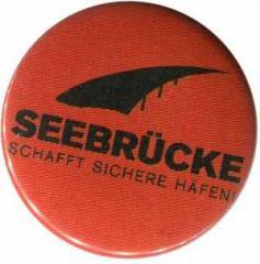 """Zum 50mm Magnet-Button """"Seebrücke (schwarze Schrift)"""" für 3,00 € gehen."""