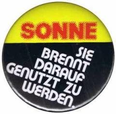 """Zum 50mm Magnet-Button """"Sonne, sie brennt darauf genutzt zu werden!"""" für 3,00 € gehen."""
