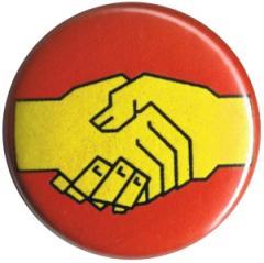 """Zum 50mm Magnet-Button """"Sozialistischer Handschlag"""" für 3,00 € gehen."""