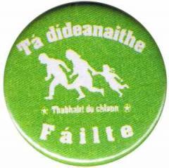 """Zum 50mm Magnet-Button """"Tá dídeaenaithe Fáilte - Thabhairt do chlann"""" für 3,00 € gehen."""
