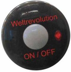 """Zum 50mm Magnet-Button """"Weltrevolution"""" für 2,92 € gehen."""