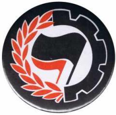 """Zum 50mm Magnet-Button """"Working Class Antifa"""" für 3,00 € gehen."""