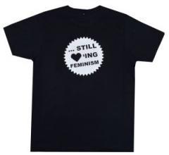 """Zum Fairtrade T-Shirt """"... still loving feminism"""" für 17,00 € gehen."""