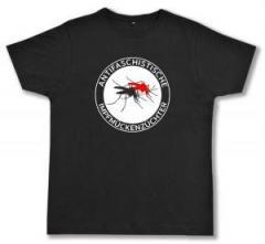 """Zum Fairtrade T-Shirt """"Antifaschistische Impfmückenzüchter"""" für 17,00 € gehen."""