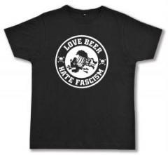 """Zum Fairtrade T-Shirt """"Love Beer Hate Fascism"""" für 16,57 € gehen."""