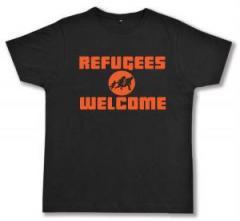 "Zum Fairtrade T-Shirt ""Refugees welcome (Quer)"" für 16,57 € gehen."