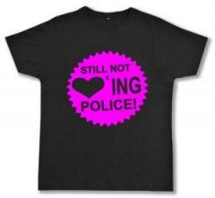 """Zum Fairtrade T-Shirt """"Still not loving Police"""" für 17,00 € gehen."""