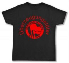 """Zum Fairtrade T-Shirt """"Überzeugungstäter Fahnen"""" für 17,00 € gehen."""