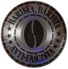 """Zum Vinyl Stencil """"Barista, Barista Anti-Fascista"""" für 13,90 € gehen."""