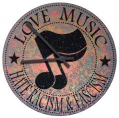 """Zur Vinyl Stencil Uhr """"Love Music - Hate Racism and Fascism"""" für 39,00 € gehen."""