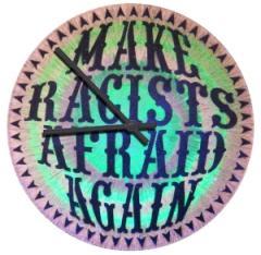 """Zur Vinyl Stencil Uhr """"Make Racists Afraid Again"""" für 39,00 € gehen."""