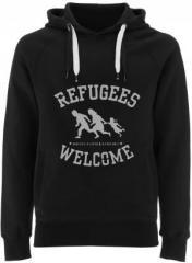 """Zum Fairtrade Pullover """"Refugees welcome (schwarz/grauer Druck)"""" für 40,00 € gehen."""