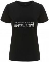 """Zum/zur  tailliertes Fairtrade T-Shirt """"Die Reform ist der Feind der Revolution"""" für 17,55 € gehen."""
