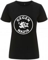 """Zum/zur  tailliertes Fairtrade T-Shirt """"Gegen Nazis (rund)"""" für 17,55 € gehen."""