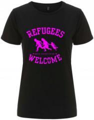 """Zum/zur  tailliertes Fairtrade T-Shirt """"Refugees welcome (pink)"""" für 18,00 € gehen."""
