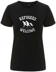 """Zum/zur  tailliertes Fairtrade T-Shirt """"Refugees welcome (weiß)"""" für 18,00 € gehen."""