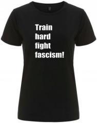 """Zum/zur  tailliertes Fairtrade T-Shirt """"Train hard fight fascism !"""" für 17,55 € gehen."""
