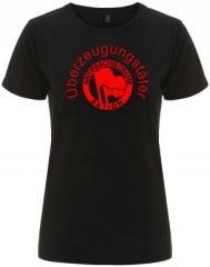 """Zum/zur  tailliertes Fairtrade T-Shirt """"Überzeugungstäter Fahnen"""" für 18,00 € gehen."""