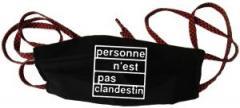 """Zur Mundmaske """"personne n´est pas clandestin"""" für 6,50 € gehen."""