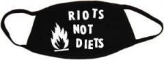 """Zur Mundmaske """"Riots not diets"""" für 6,50 € gehen."""