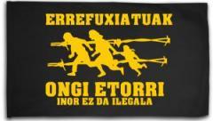 """Zur Fahne / Flagge (ca. 150x100cm) """"Errefuxiatuak Ongi Etorri"""" für 16,00 € gehen."""