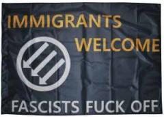 "Zur Fahne / Flagge (ca. 150x100cm) ""Immigrants Welcome"" für 12,67 € gehen."