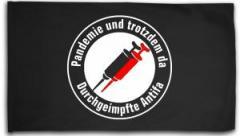 """Zur Fahne / Flagge (ca. 150x100cm) """"Pandemie und trotzdem da - Durchgeimpfte Antifa"""" für 16,00 € gehen."""