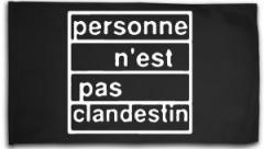 "Zur Fahne / Flagge (ca. 150x100cm) ""personne n´est pas clandestin"" für 16,00 € gehen."