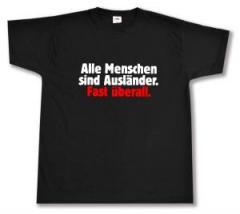 """Zum T-Shirt """"Alle Menschen sind Ausländer. Fast überall."""" für 12,00 € gehen."""