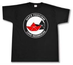 """Zum T-Shirt """"Hate Fascism - Love Seebrücke"""" für 13,00 € gehen."""