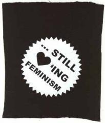 """Zum Aufnäher """"... still loving feminism"""" für 1,50 € gehen."""