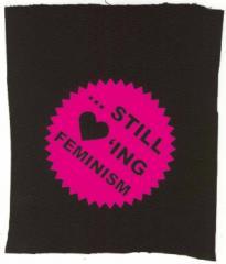 """Zum Aufnäher """"... still loving feminism"""" für 1,10 € gehen."""